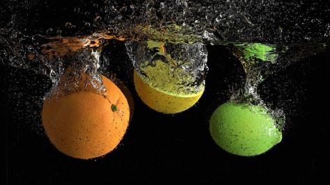 Foto realistiche afbeelding van vloeistof en fruit in Blender